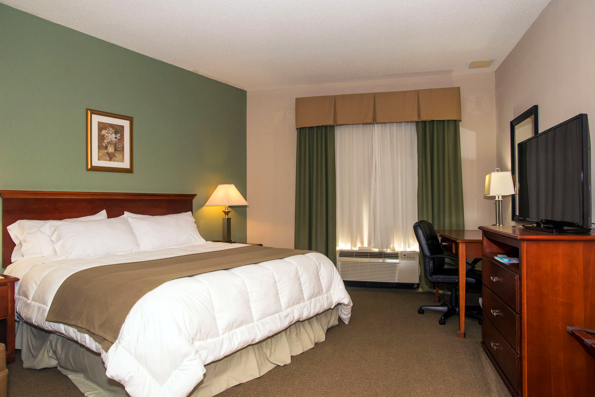 round hill hotel rooms