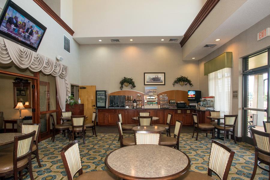 Round Hill Inn Breakfast Area
