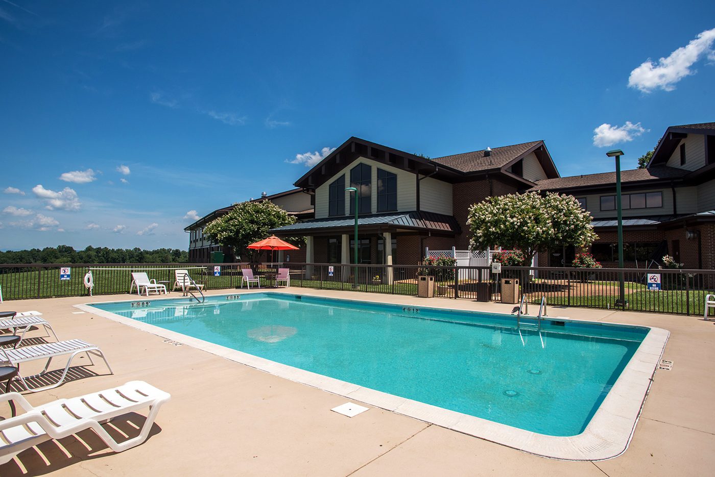 round hill inn outdoor pool