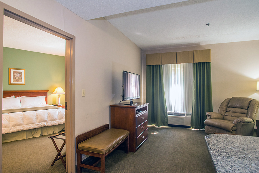 Two Room Suites in Orange, Virginia at Round Hill Inn