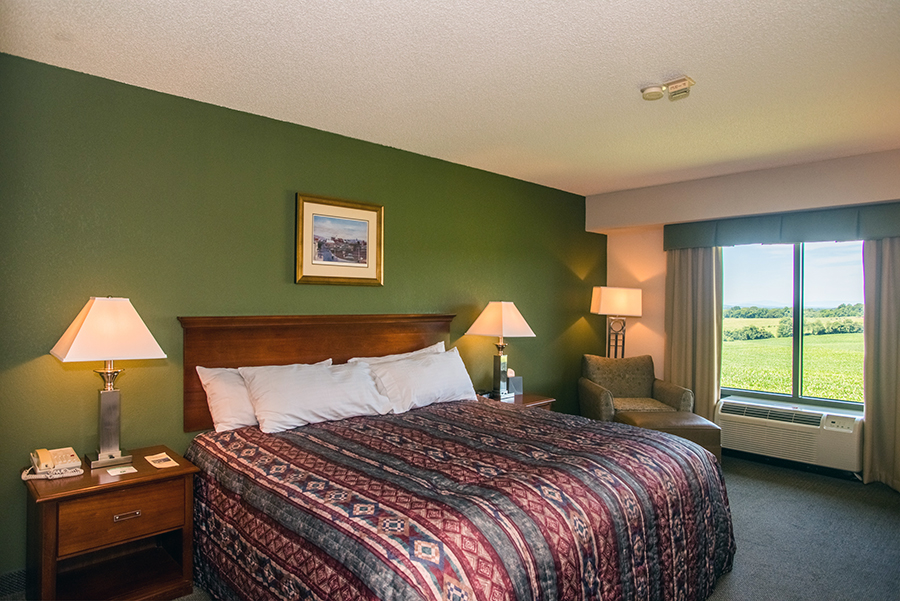 accessible hotel room with king bed in Orange, Virginia at Round Hill Inn