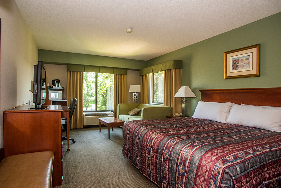 king bed rooms in Orange, Virginia at Round Hill Inn