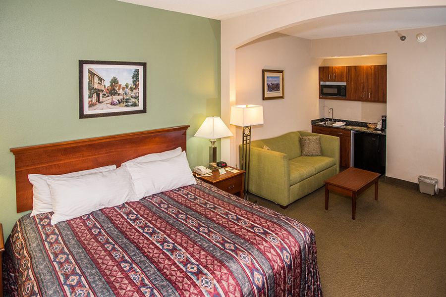 Hotel rooms with sleeper sofas in Orange, Virginia at Round Hill Inn